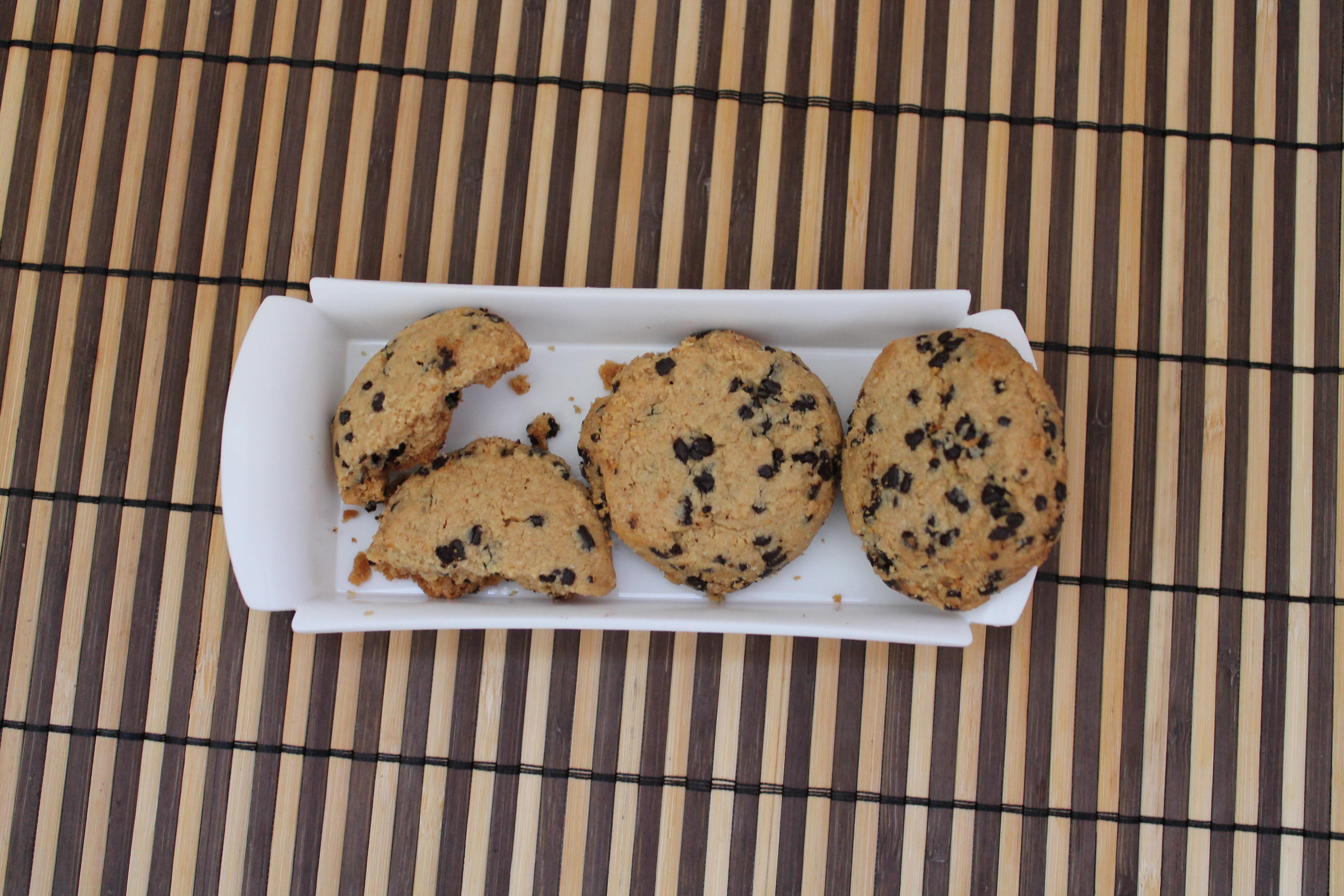 Cookies de pasta de amendoim vistos de cima.